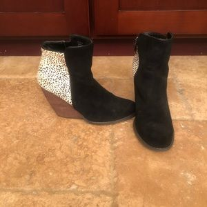 Booties black suede w white / black back